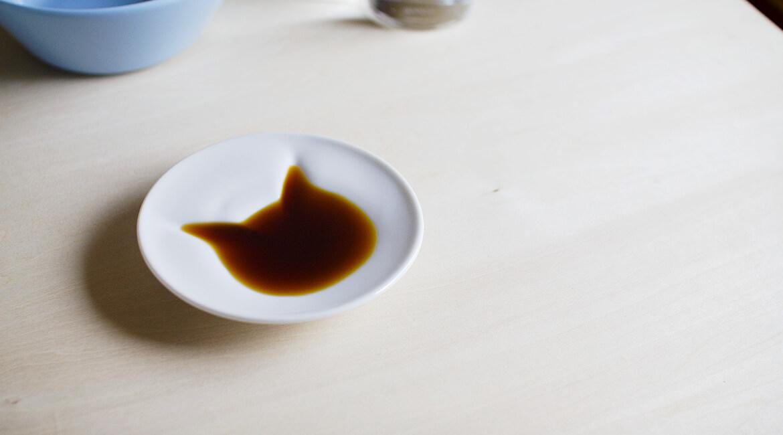 ネコの醤油皿