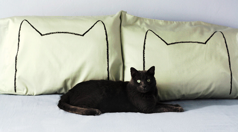 猫の枕カバー